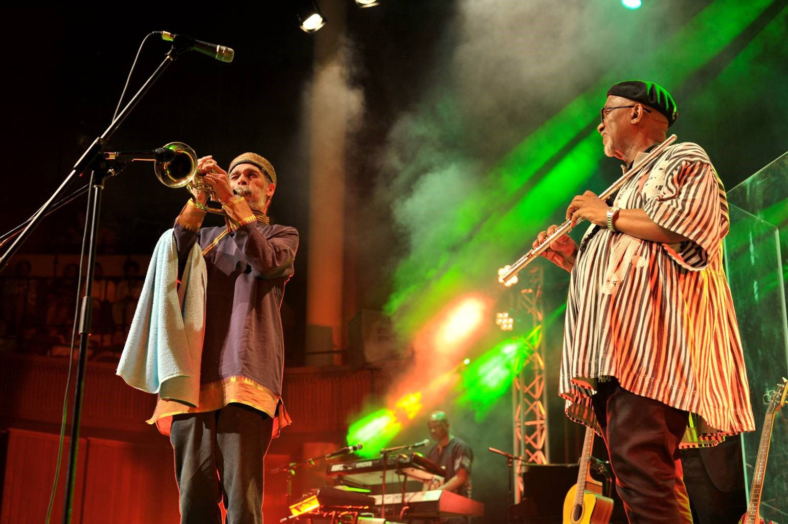 Sipho 'Hotstix' Mabuse and Tony Cedras play Live! – Gallo